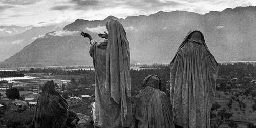 Cartier-Bresson chodící fotící