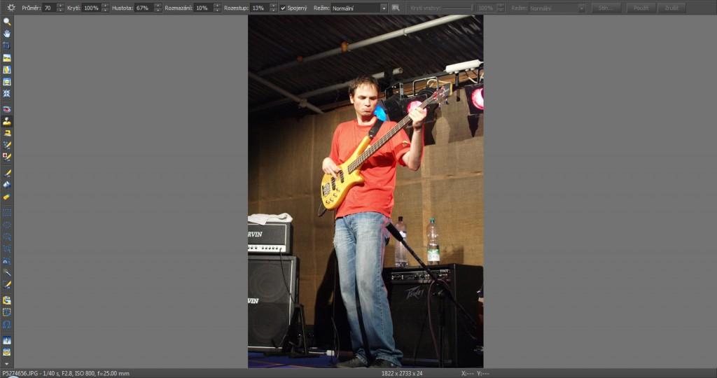 Retuš mikrofonu u levého okraje obrazu.jpg
