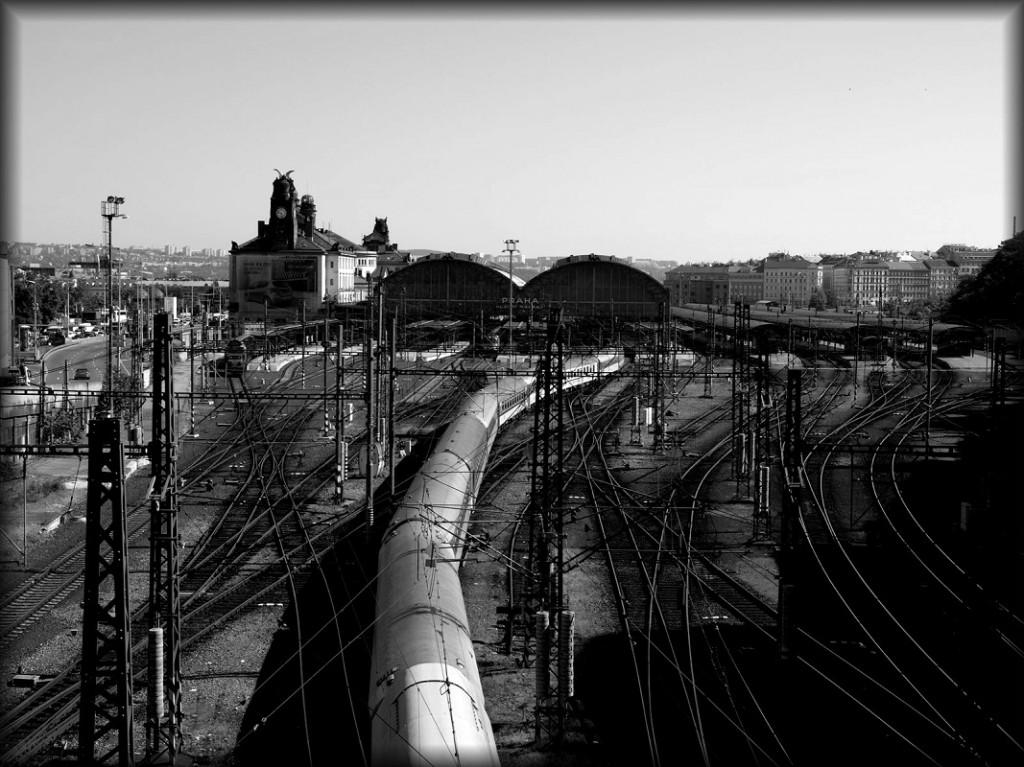 Povedený snímek Michala Ebrleho, který využil linií kolejí