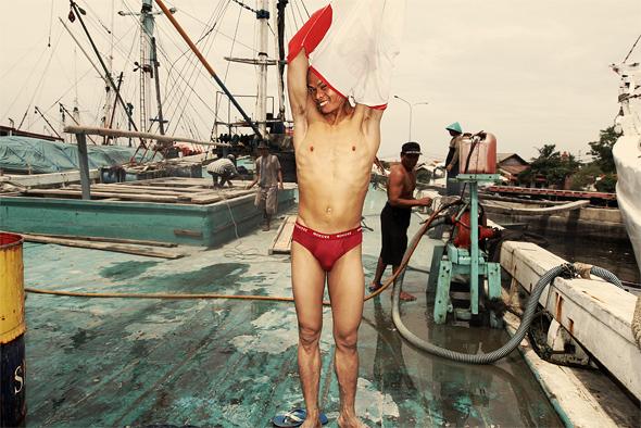 Z cyklu Sailors in Sunda Kelapa port