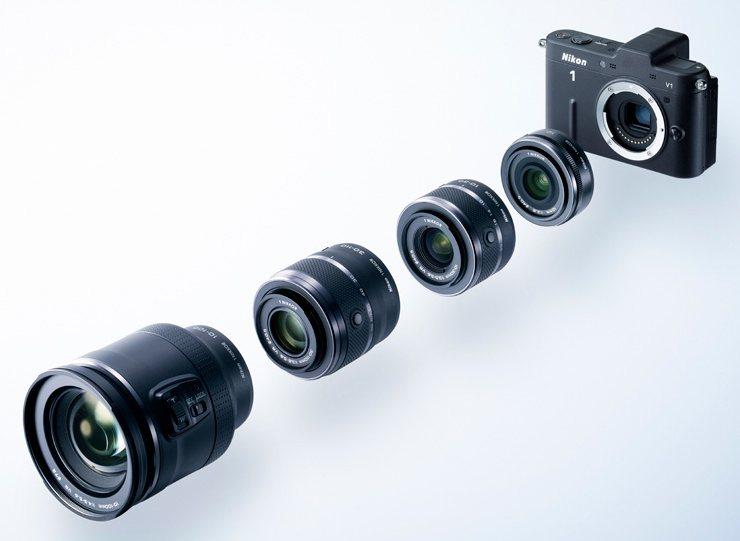 Letošní novinka z dílny Nikonu je jedna z nejmenších na trhu a přináší zcela novou řadu objektivů