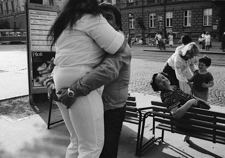 """Myslel jsem si že je to láska. Autor Michal Bartoš - Czech Press Photo 1996, 1. cena v kategorii """"každodenní život"""""""