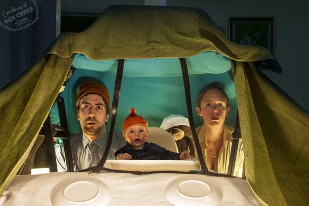 Život pod vodou podle rodiny Mackieových. Zdroj: Cardboardoffice