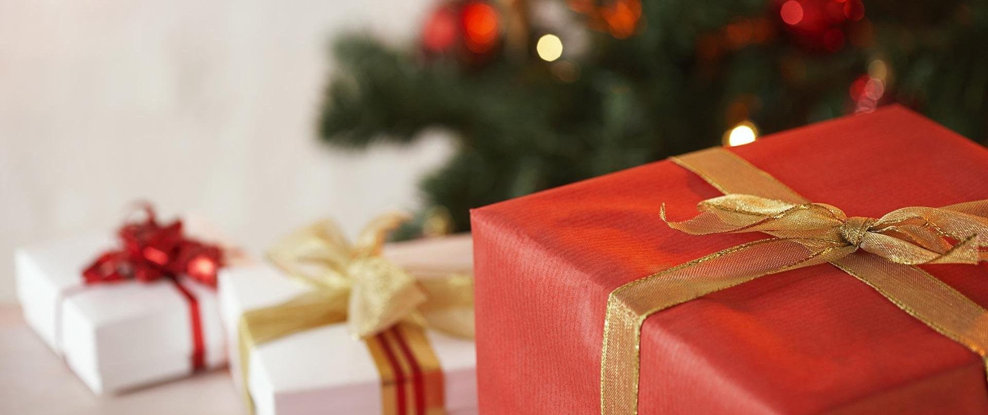Со скольки лет выдаются новогодние подарки