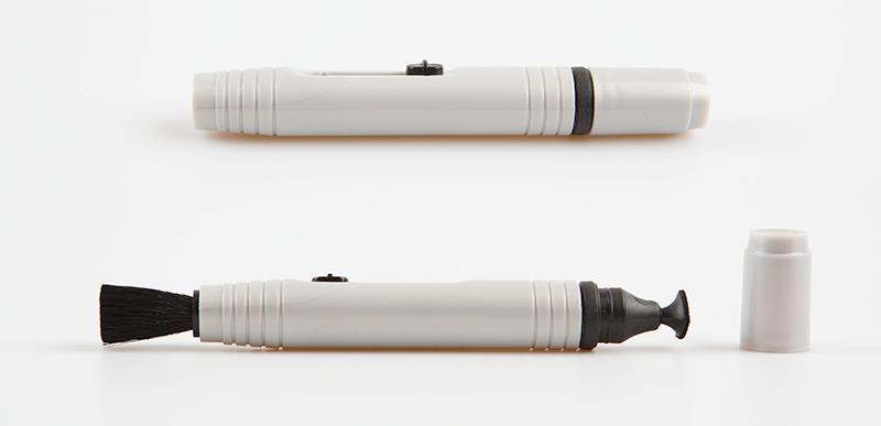 Lens pen se dvěma různými čistícími konci.jpg