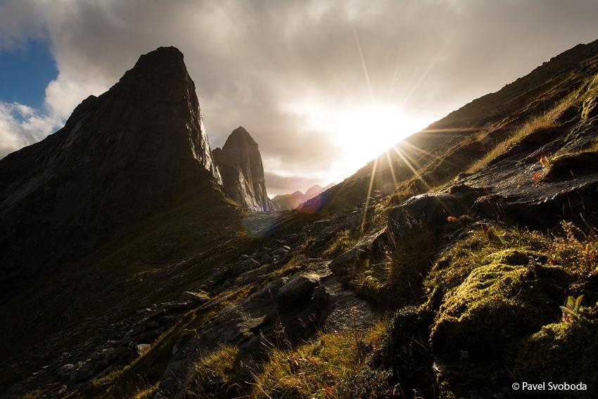 Slunce nad tundrou, Lofoty, Norsko