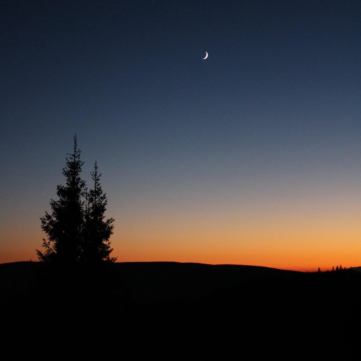 Večer na Kráľovej studni. Canon EOS 100D, objektiv EF-S 18-55, 1/40 s, F4.0, ISO 1600, ohnisko (EQ35) 46 mm. Vyfoceno 27. října v 17.04.jpg
