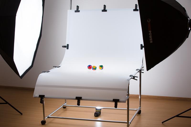 Scéna pro focení produktů s fotografickým stolem se třemi světly