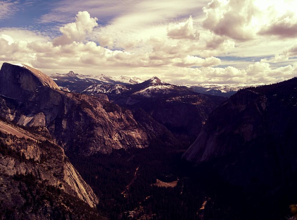 Vzpomínka na služební cestu v USA - výhled v kalifornském národním parku Yosemite. Téměř cokoliv, co jsem tam nafotil, by mohlo být fotkou dne.jpg