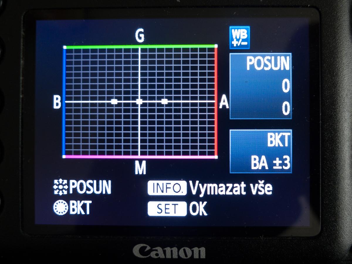 Nastavení bracketingu vyvážení bílé u digitální zrcadlovky Canon EOS 7D. Bracketing lze kombinovat skorekcí vyvážení bílé.jpg