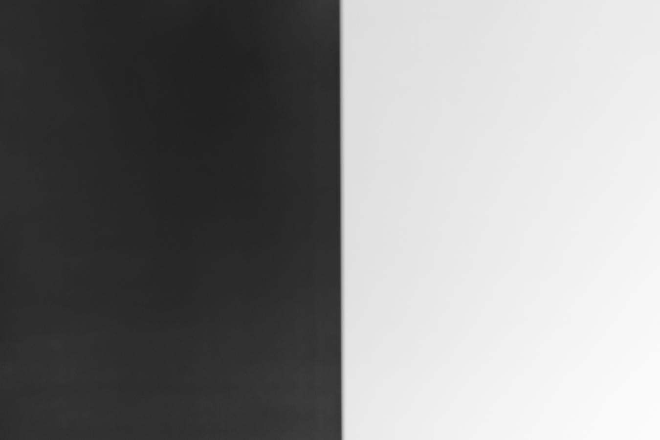 Fotografovaný obrazec obsahuje 50 procent černé a 50 procent bílé barvy. To ve výsledku představuje průměrně šedou scénu a expozimetr ve fotoaparátu provedl korektní změření expozice.jpg
