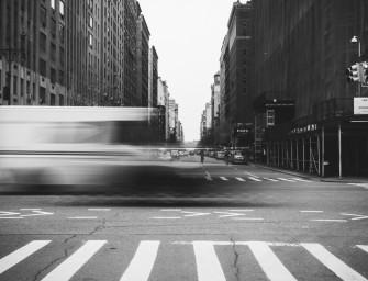 Zachyťte ve fotografii pohybující se město a jeho ruch
