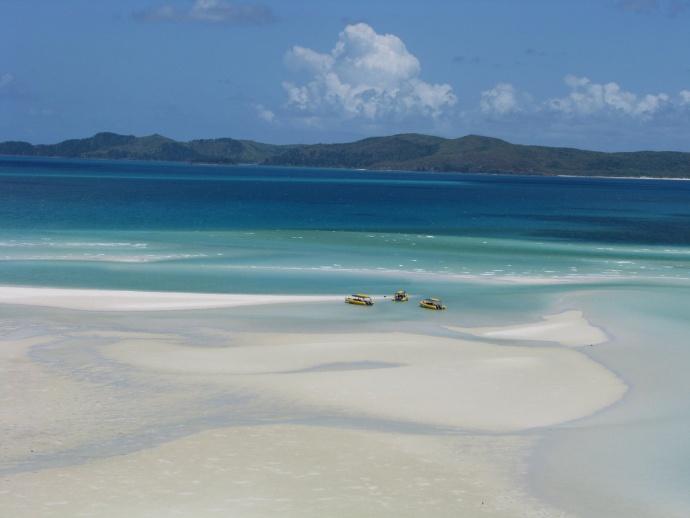 Austrálie nabízí pláže všech stylů – kamenité útesy stejně tak jako nekonečné písečné pláže a modré laguny. Foto: swisstricolor