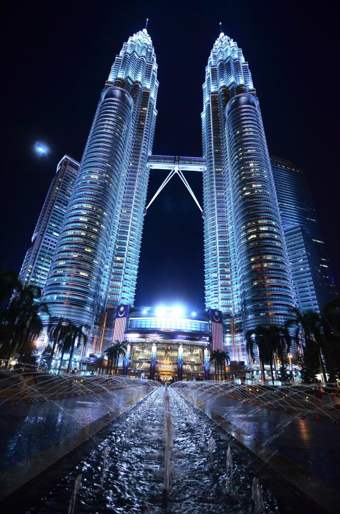 Malajsijské velkoměsto Kuala Lumpur je charakteristické svou velkolepou architekturou. Foto: Martin Vedral