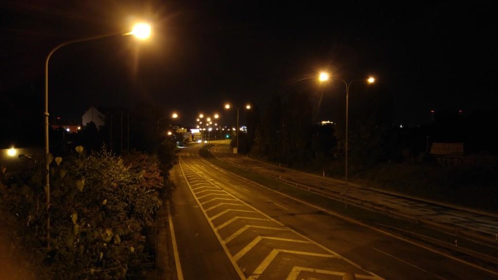 Focení v noci slunci mobilem, JPEG formát. LG G4, 1/30 s, f/1.8, ISO 2700, ohnisko 4.42 mm