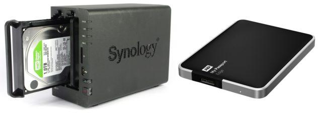 NAS: síťové úložiště, takový externí disk připojený místo USB přes domácí síť. Na rozdíl od externího disku mívá řadu multimediálních funkcí a možnost zabezpečení pomocí pole RAID.