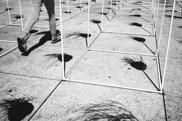 Pouliční fotografie zaměřená na detail.