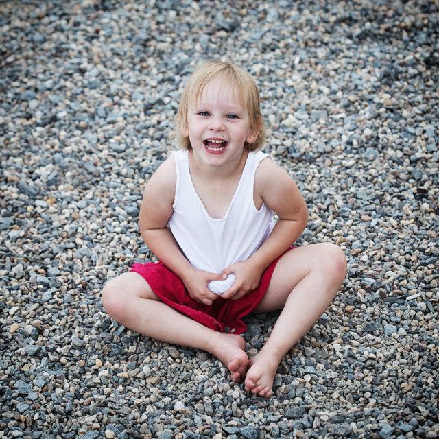 Jak zabavit děti při focení - využití běžných rekvizit
