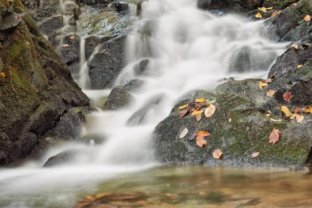 Jak fotit pohyb: vodopád s dlouhou expozicí.