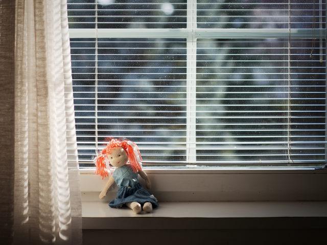 Jak fotit děti: záběr panenky