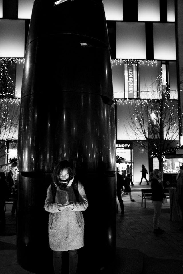 Fujifilm X100F: vánoční trhy - černobílý náhled.