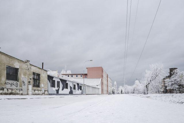 Focení města v zimě: industriální nábřeží.