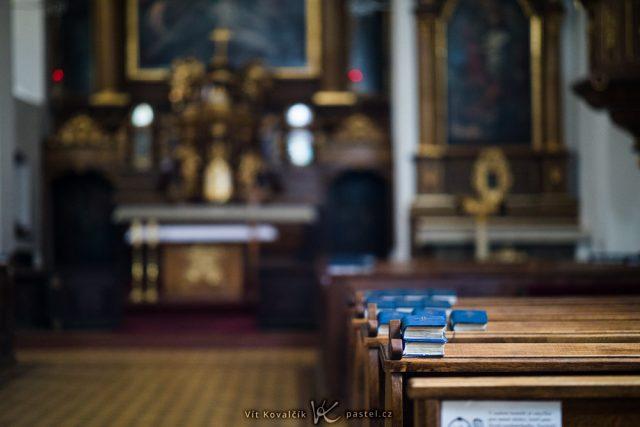 Jak fotit v kostele: využití nízké clony.