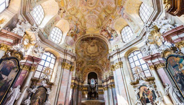 Jak fotit v kostele? Pomůže vám stabilizace, vhodná clona i podlaha