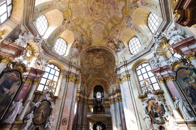 Jak fotit v kostele: dobře prosvětlený chrám.