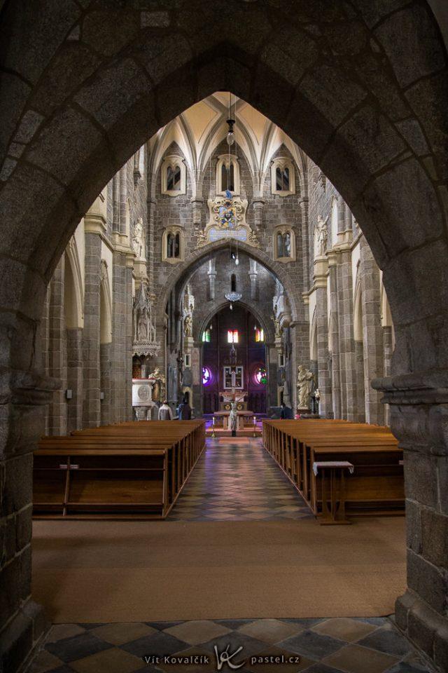 Jak fotit v kostele: tmavý kostel.