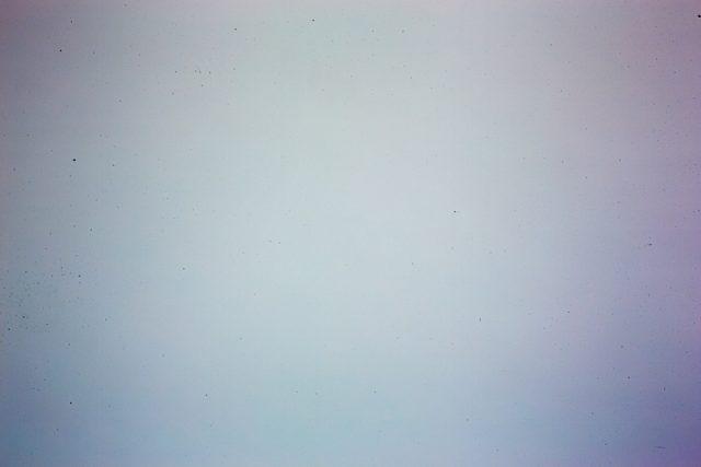Jak čistit fotoaparát: znečištění senzoru odhalí například snímek čisté zdi.