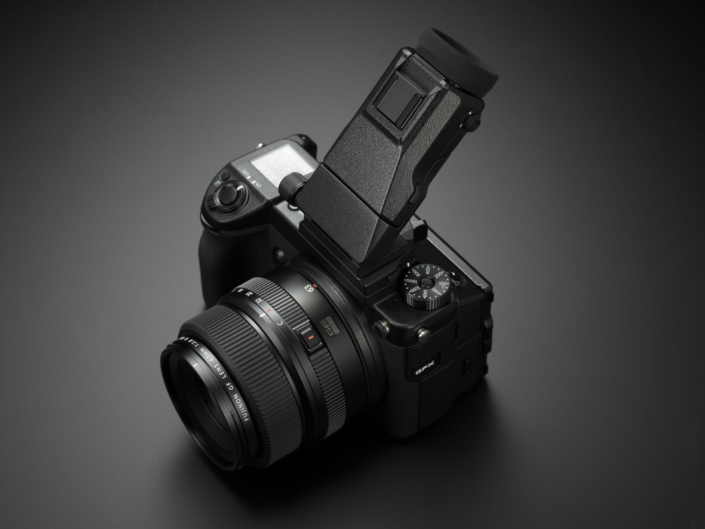 Recenze Fujifilm GFX50s: výklopný hledáček.
