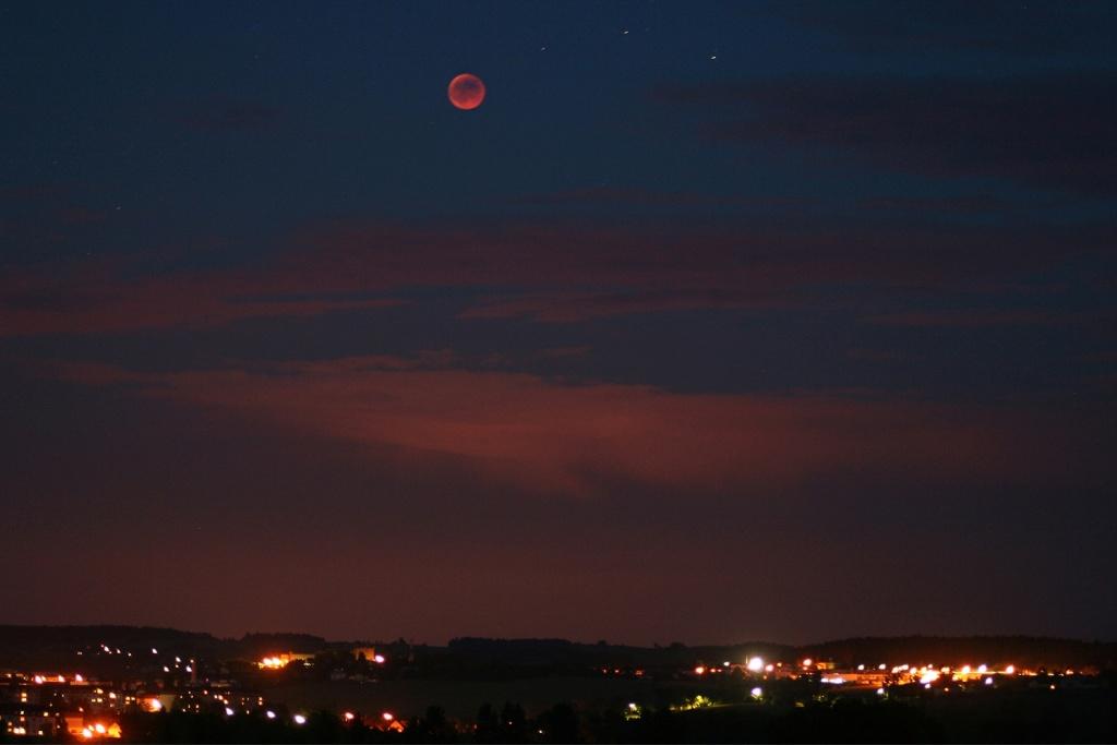 Vyfoťte si zatmění Měsíce - širší záběr