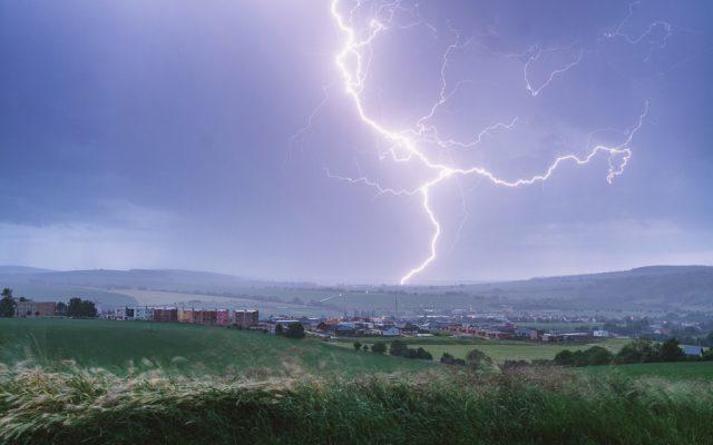 Jak fotit blesky: blesk nad městem.