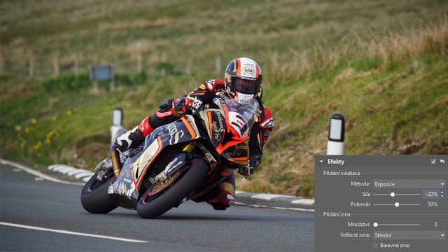 Jak upravit fotky z motocyklových závodů: přidání vinětace.