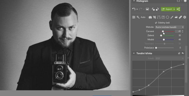 Jak dodat fotografiím starý vzhled: černobílý portrét - ruční míchání kanálů.