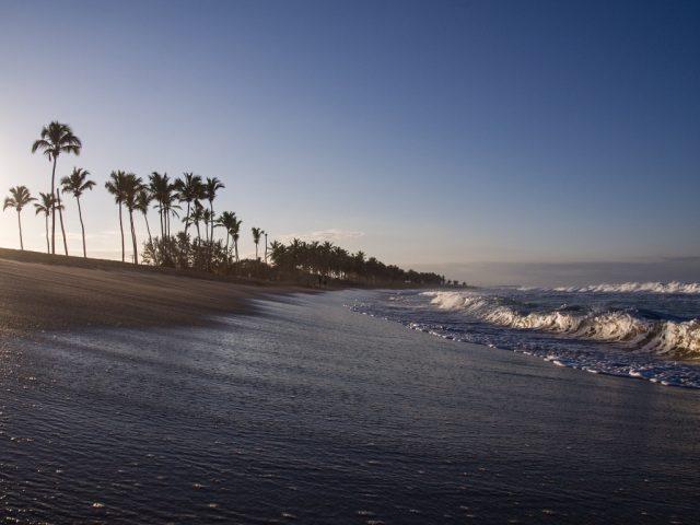 Úprava fotek pomocí křivek: snímek pláže po úpravě expozice.