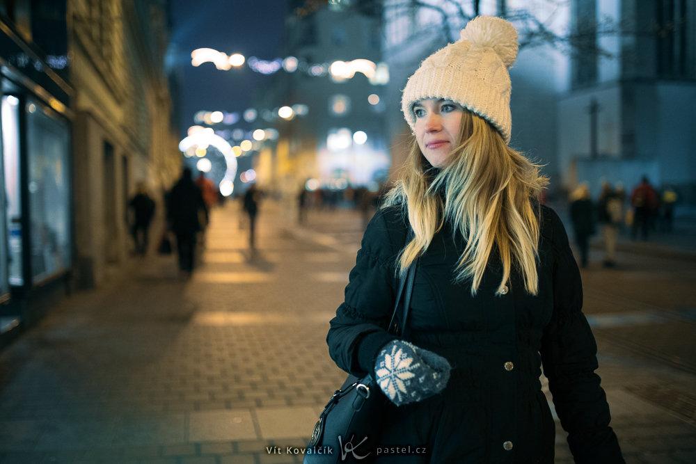 Focení modelek v různém prostředí II - ulice v noci