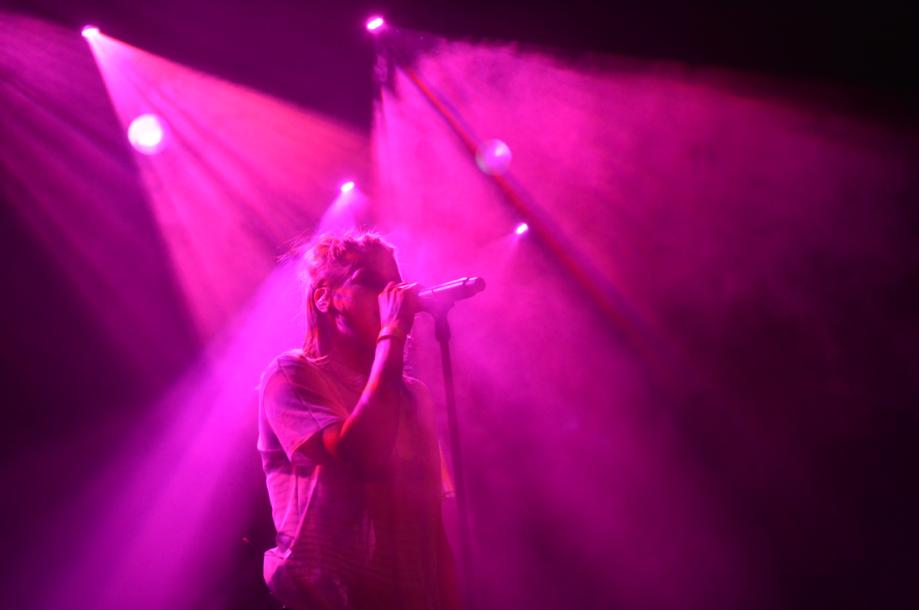 Jak fotit koncerty - barevné přepaly, Skyline
