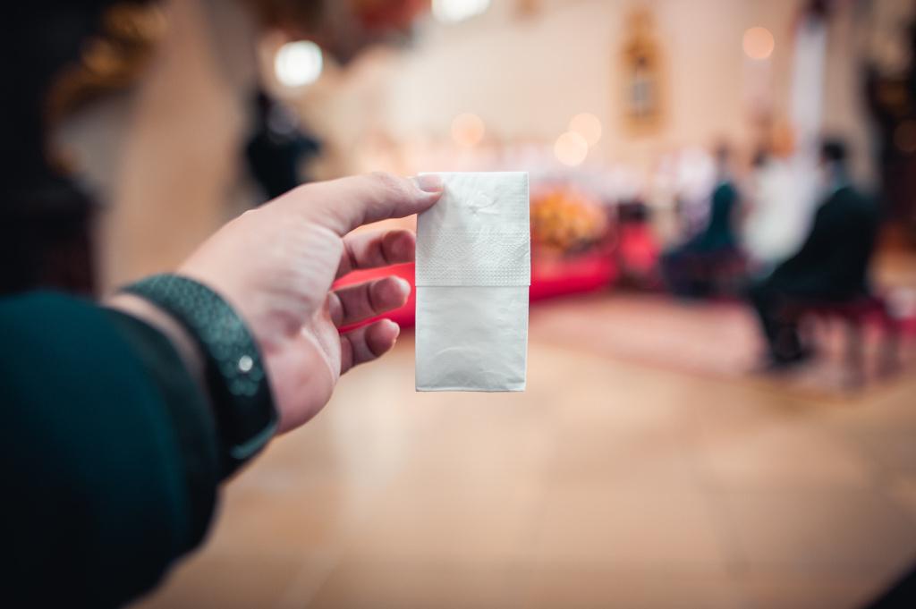 Co vzít s sebou na focení svatby - kapesník