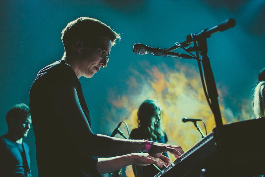 Jak fotit koncerty - mírný šum, Zvíře jménem Podzim