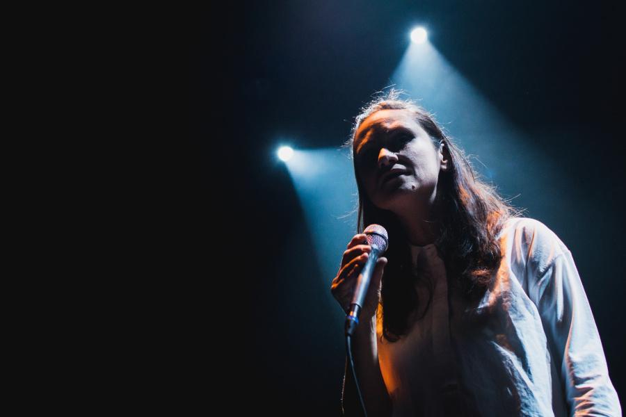 Jak fotit koncerty - reflektory, Lenka Dusilová