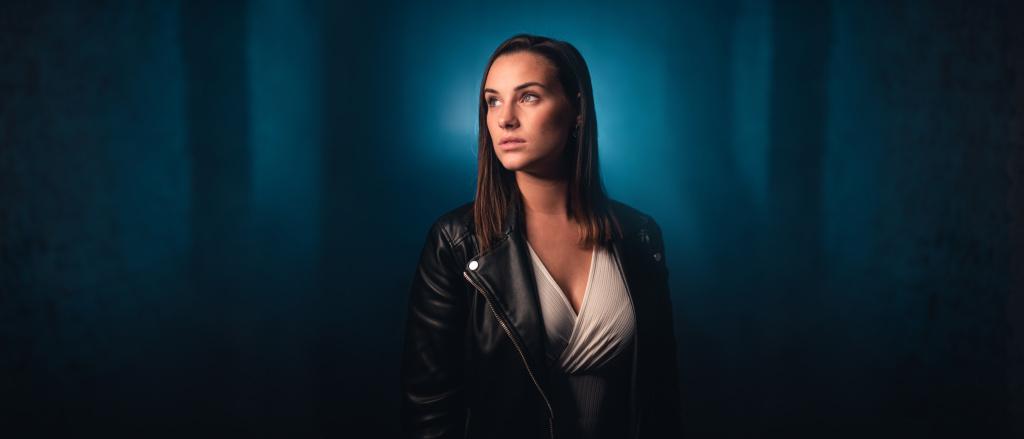 Portrét s kruhovým LED světlem - středová kompozice