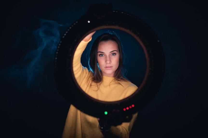 Portrét s kruhovým LED světlem - diody