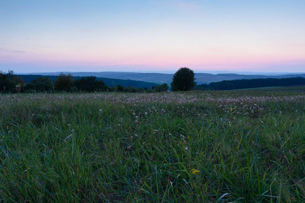 Změna světla v krajině - slunce za horizontem