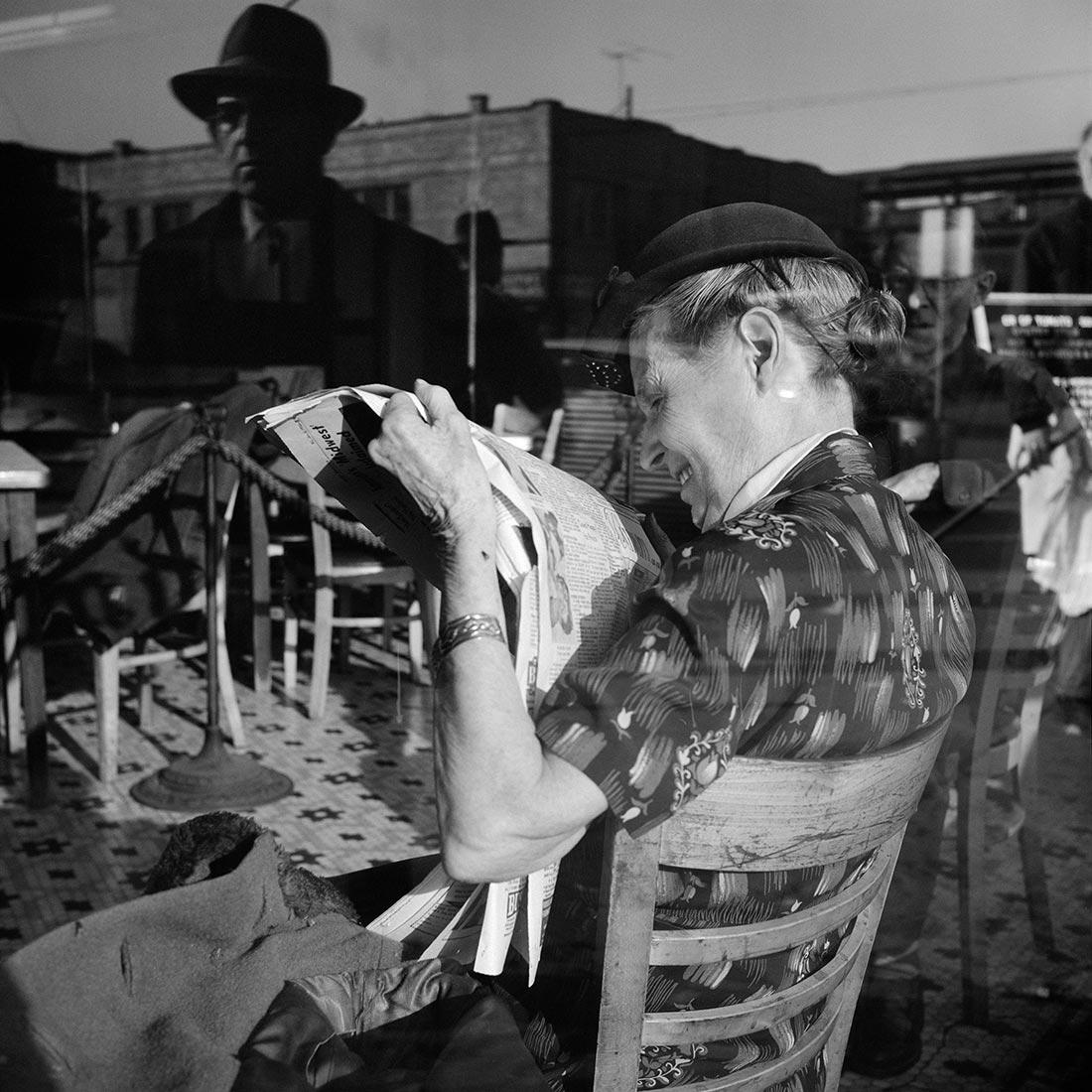8 tipů od Vivian Maier – žena s novinami za sklem