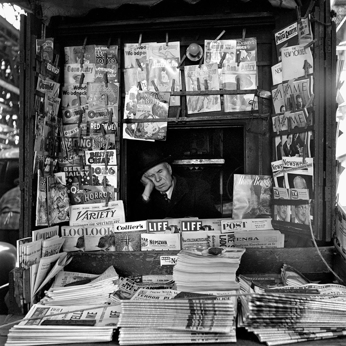 8 tipů od Vivian Maier – spící prodejce v novinovém stánku