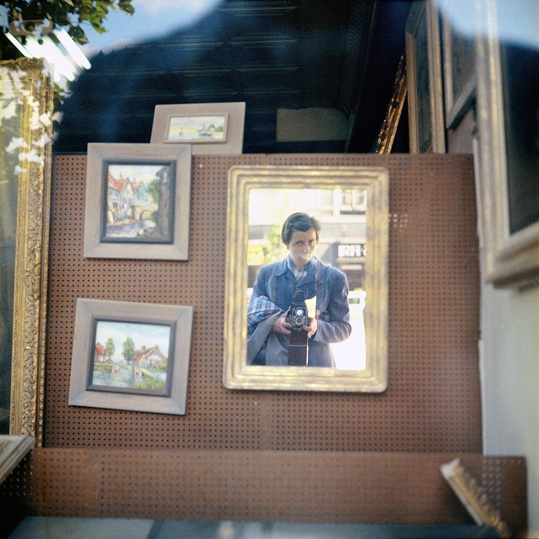 8 tipů od Vivian Maier – barevný autoportrét